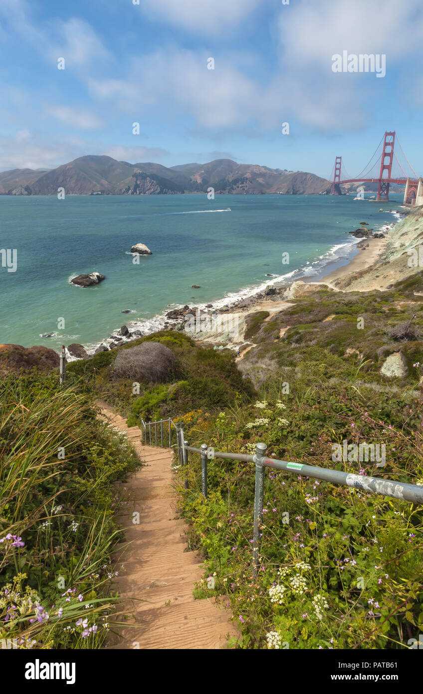 Batteries to Bluffs Trail with the Golden Gate Bridge in the background, San Francisco, California, United States. - Stock Image