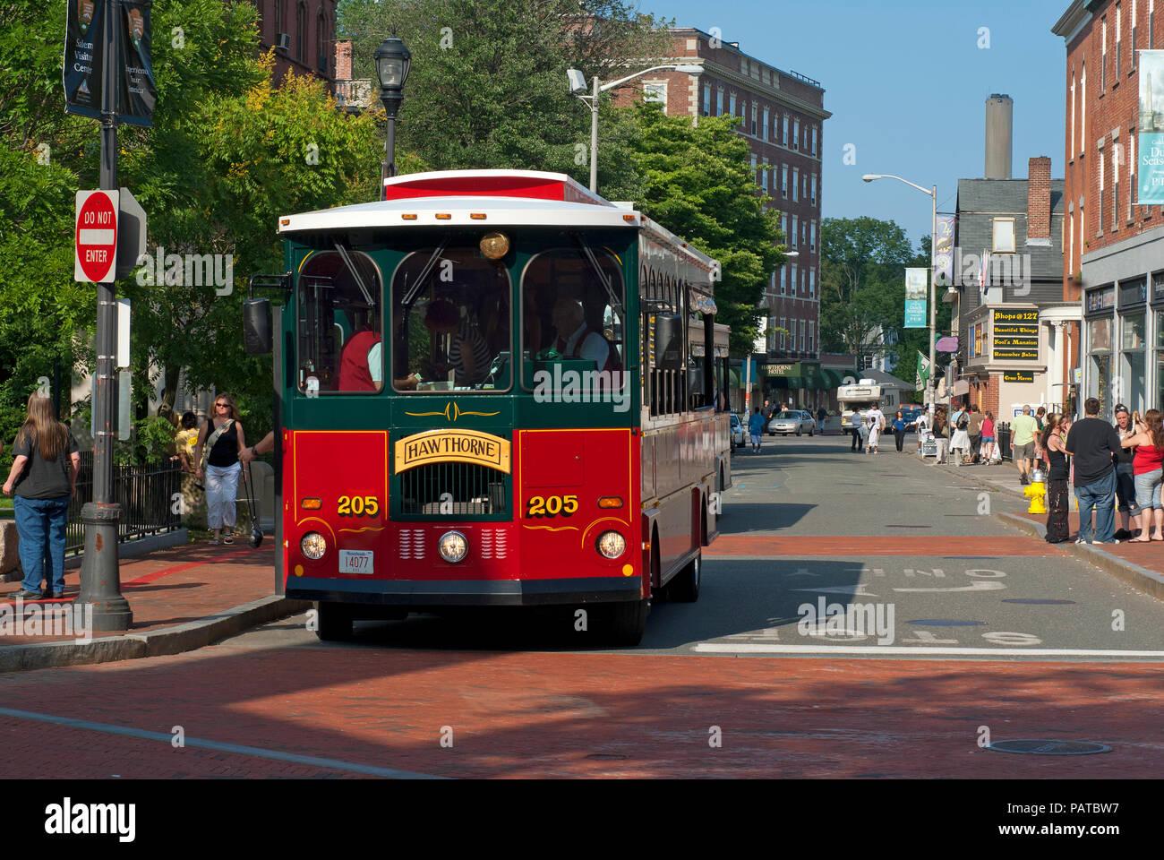City tour bus in Salem, Essex County, Massachusetts, USA - Stock Image