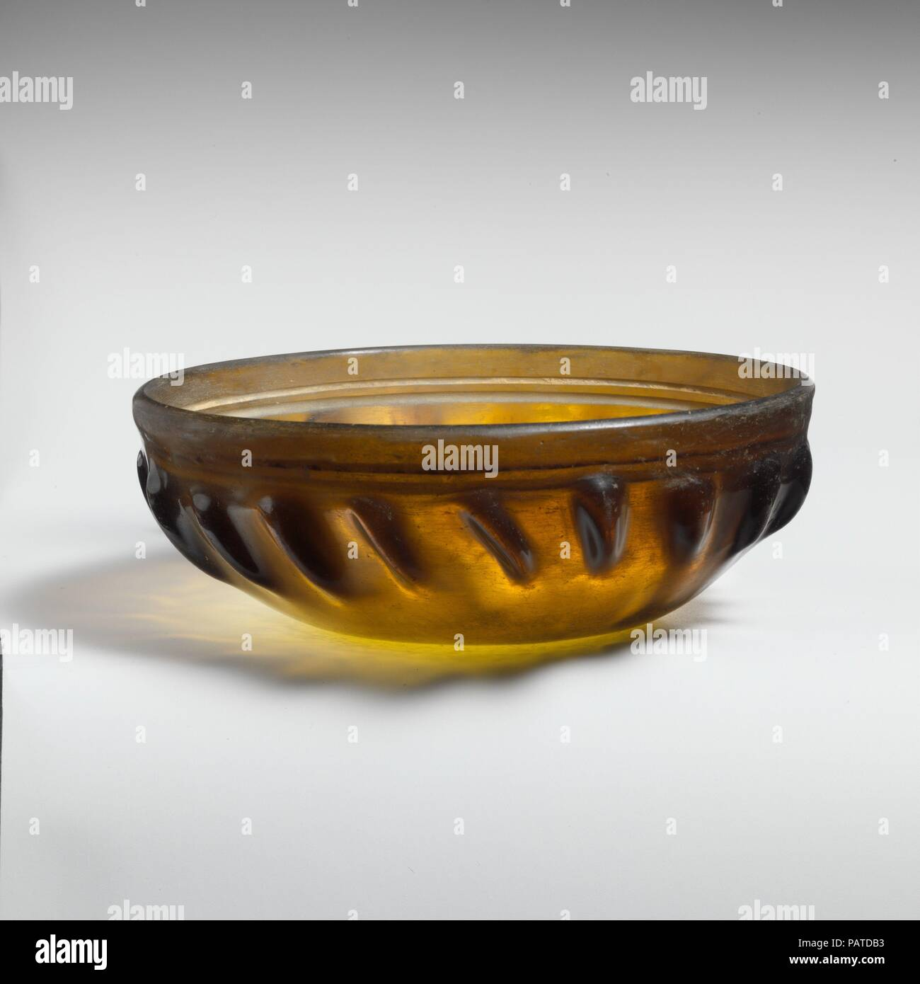 Pottery & Glass Beautiful Vintage Colored Glass Ashtray 22 Cm Wide X 8 Cm High High Quality And Low Overhead