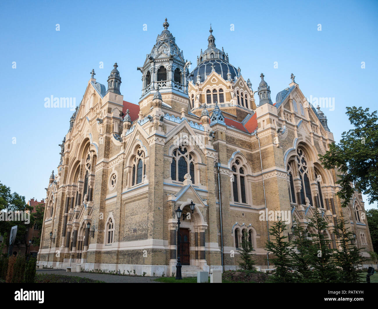 Szeged synagogue seen from the bottom during the end of the afternoon. Designed by Lipot Baumhorn, it is a symbol of the Central European judaism and  - Stock Image