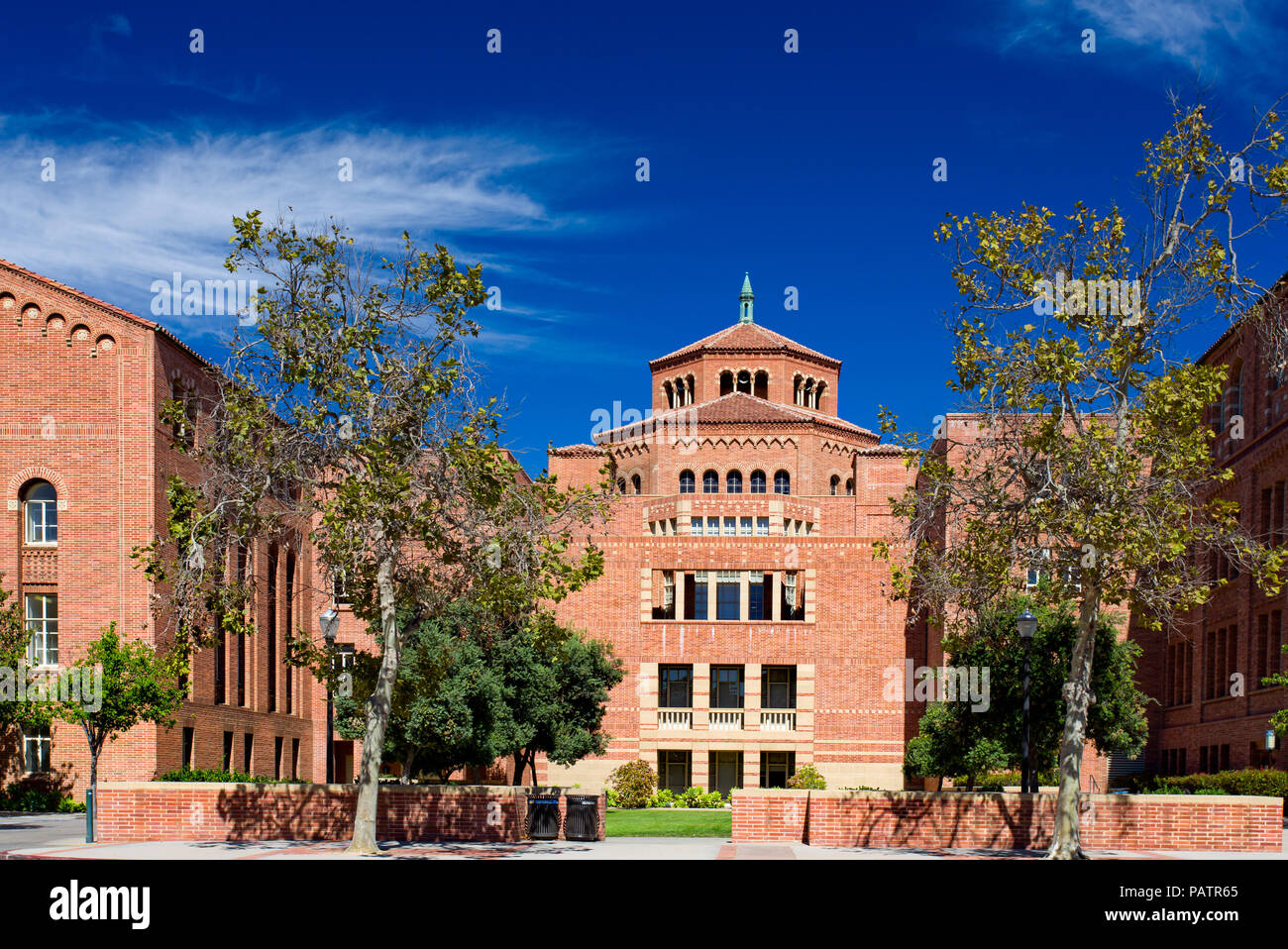 LOS ANGELES, CA/USA - OCTOBER 4, 2014: Powell Library on the campus of UCLA. - Stock Image