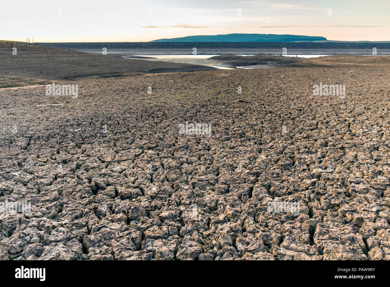 Selset Reservoir, Lunedale, County Durham. Wednesday 25th July 2018. UK Weather.  On what is forecast to be one of the hottest days of the year so far the parched ground of Selset reservoir in County Durham bakes under the heat of the early morning sun. David Forster/Alamy Live News Stock Photo
