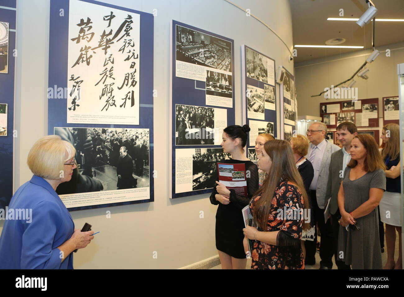 Minsk. 25th July, 2018. People visit 'The Main Eastern Battlefield' exhibition in Minsk, Belarus on July 25, 2018. The exhibition co-hosted by China and Belarus opened in Minsk on Wednesday. Themed on commemorating China's contribution for the victory of the World Anti-Fascist War, the exhibition offers more than 140 historical photos and other valuable historical relics. Credit: Wei Zhongjie/Xinhua/Alamy Live News - Stock Image