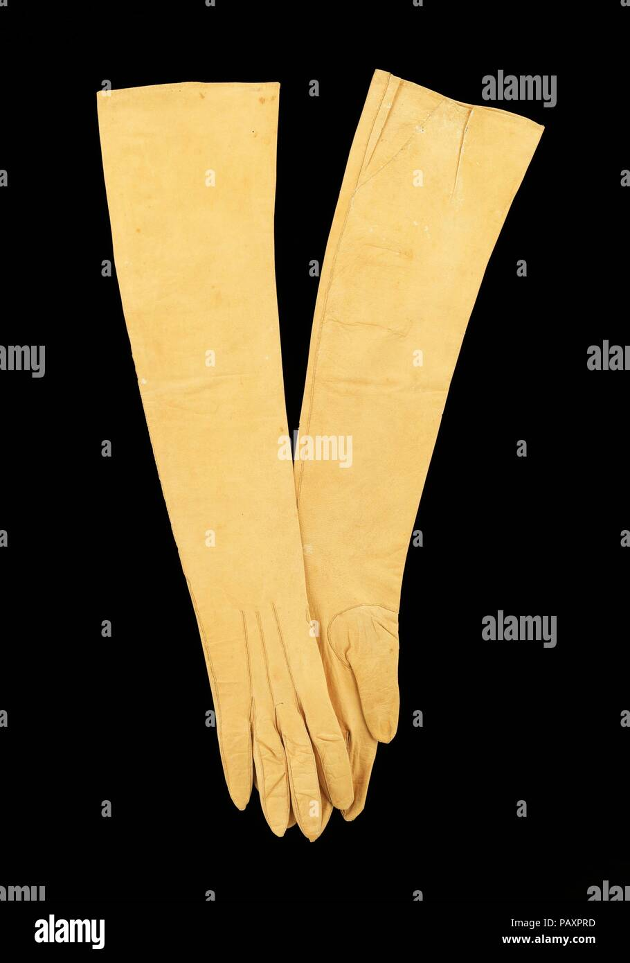 Evening gloves. Culture: American. Date: 1805.  All hand sewn, the construction of the gloves is particularly detailed for the period.  Between each finger are small diamond-shaped  gussets (quirks) which would have required considerable skill to fashion in leather. Museum: Metropolitan Museum of Art, New York, USA. - Stock Image