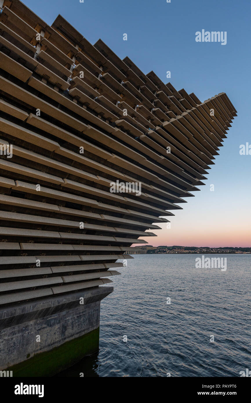 The V&A Dundee Design Museum in Scotland - Stock Image