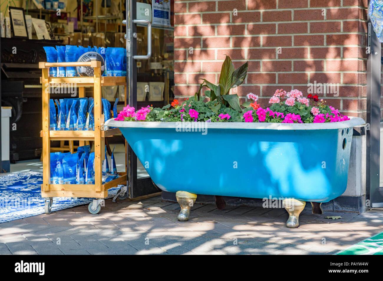 Bathtub Flowers Stock Photos & Bathtub Flowers Stock Images - Alamy