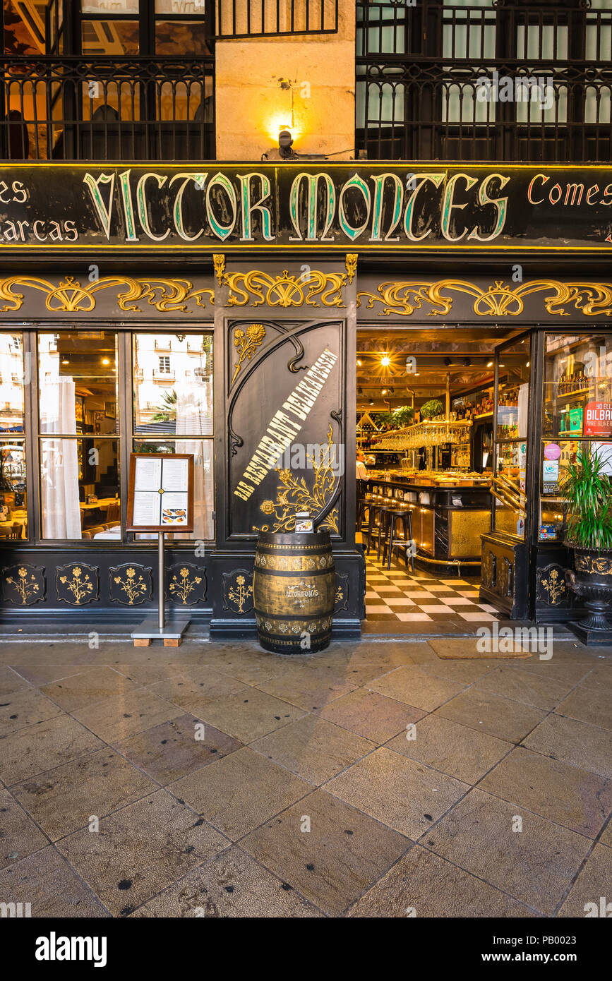 Bilbao bar, view of the entrance to the popular Victor Montes bar and restaurant in the Plaza Nueva in the Old Town area of Bilbao, Northern Spain. - Stock Image