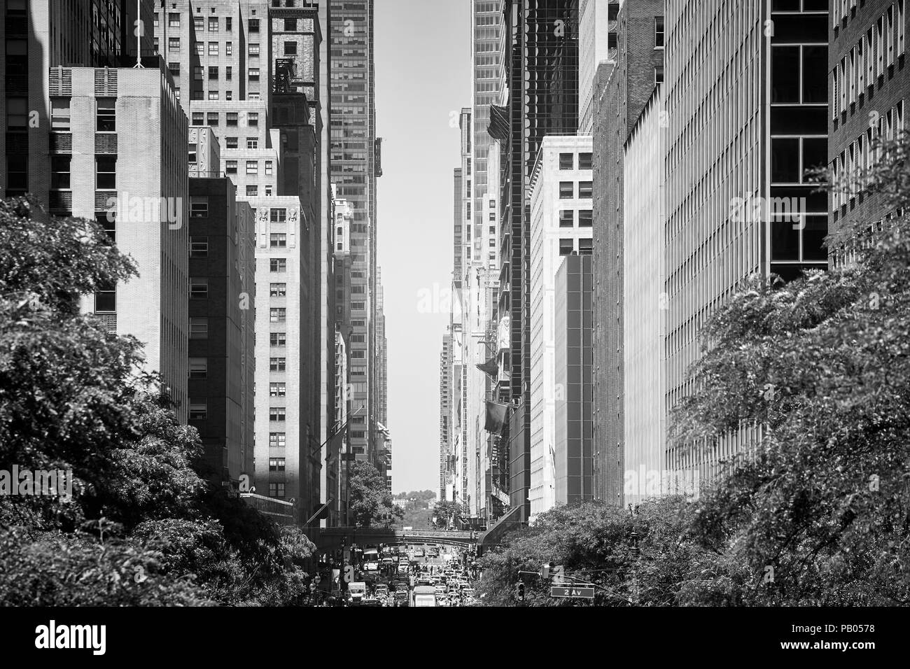 East 42nd Street during summer heat wave, New York City, USA. - Stock Image