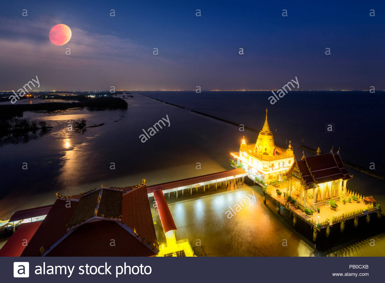 Wat Hong thong' Temple built in the sea at chachoengsao province, Unseen Thailand - Stock Image