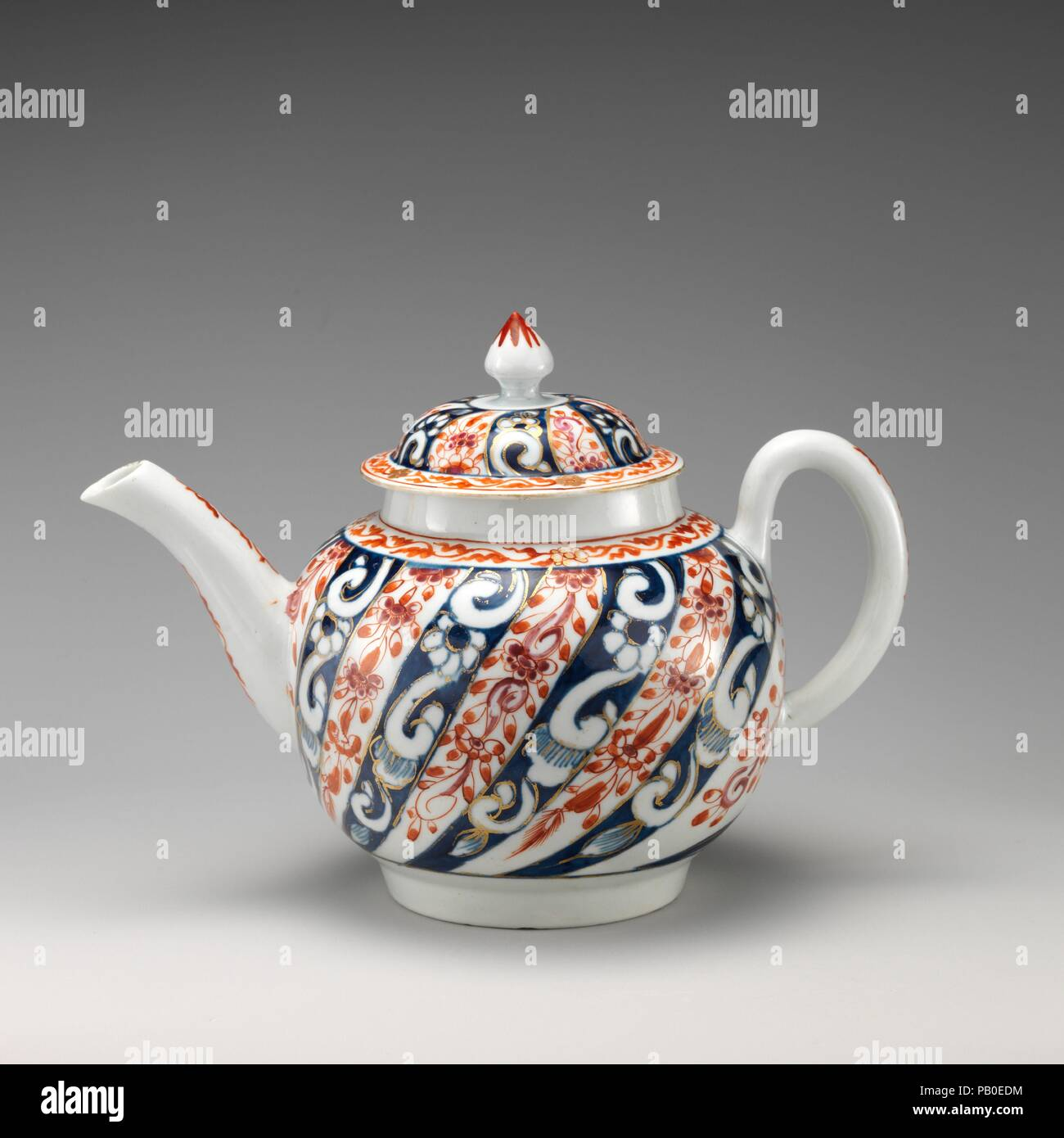 Teapot. Culture: British, Worcester. Dimensions: Height: 5 1/4 in. (13.3 cm). Factory: Worcester factory (British, 1751-2008). Date: ca. 1770-80. Museum: Metropolitan Museum of Art, New York, USA. Stock Photo