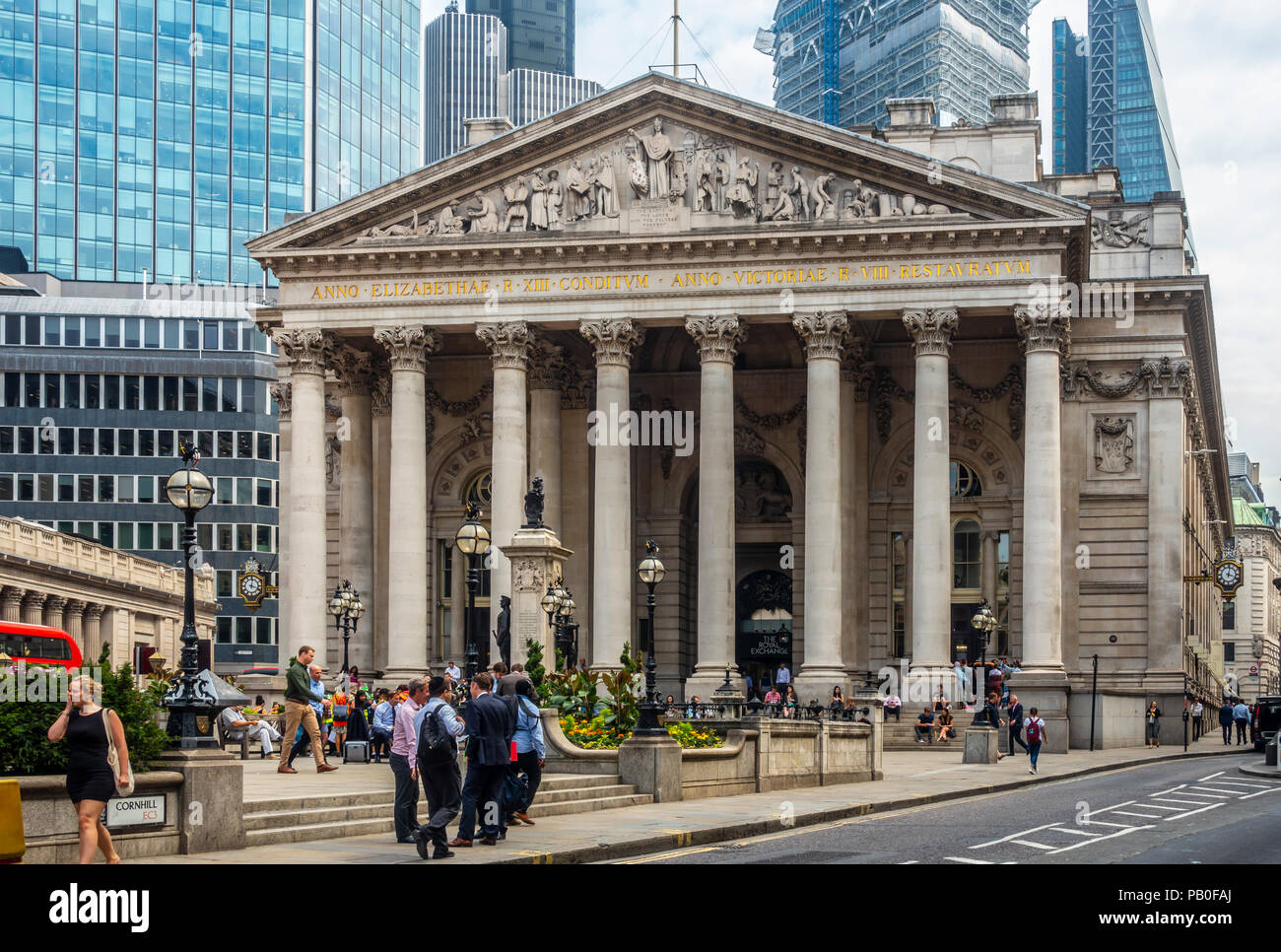 The Royal Exchange, Cornhill, City of London, nowadays a busy Coutyard Grand Cafe and upscale shopping centre. Pedestrians and customers - Stock Image