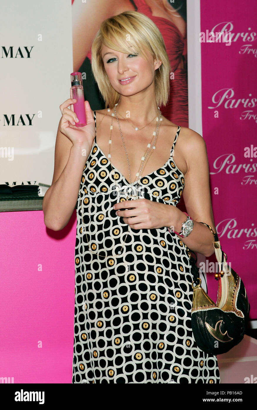 Just Me By Paris Hilton Perfume Launch In Montebello Los Angeles February 9 2006 07 Hiltonparis Red Carpet Event Vertical Usa Film Industry Celebrities Photography Bestof Arts Culture And Entertainment Topix Celebrities Fashion