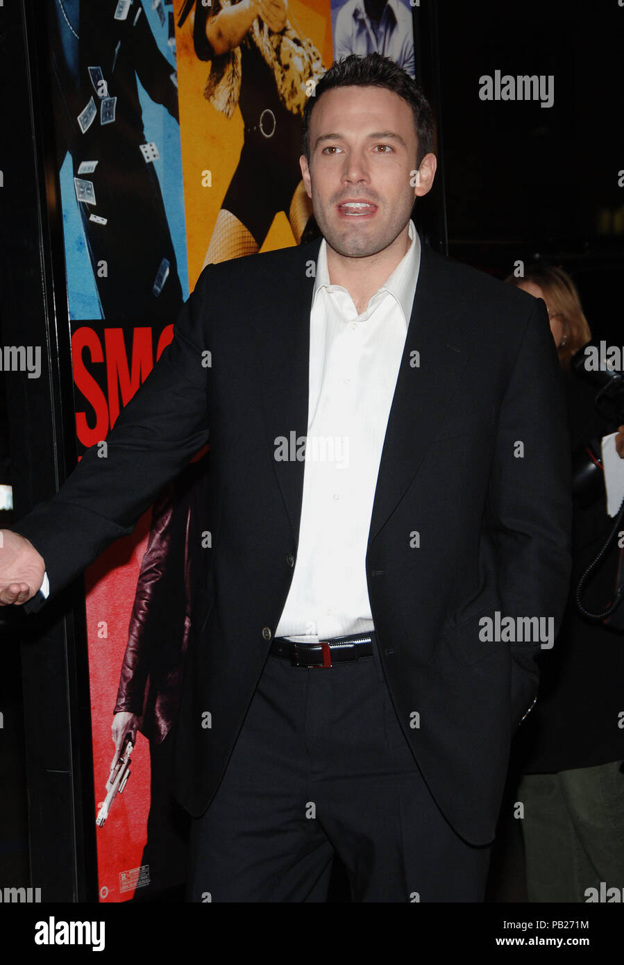 Ben Affleck arriving at the Smokin' Aces at the Chinese Theatre In Los Angeles. January 18, 2007.  3/4AffleckBen051 Red Carpet Event, Vertical, USA, Film Industry, Celebrities,  Photography, Bestof, Arts Culture and Entertainment, Topix Celebrities fashion /  Vertical, Best of, Event in Hollywood Life - California,  Red Carpet and backstage, USA, Film Industry, Celebrities,  movie celebrities, TV celebrities, Music celebrities, Photography, Bestof, Arts Culture and Entertainment,  Topix, vertical, one person,, from the years , 2006 to 2009, inquiry tsuni@Gamma-USA.com - Three Quarters - Stock Image