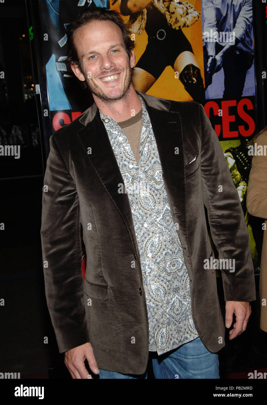 Peter Berg arriving at the Smokin' Aces at the Chinese Theatre In Los Angeles. January 18, 2007.  smile 3/4BergPeter015 Red Carpet Event, Vertical, USA, Film Industry, Celebrities,  Photography, Bestof, Arts Culture and Entertainment, Topix Celebrities fashion /  Vertical, Best of, Event in Hollywood Life - California,  Red Carpet and backstage, USA, Film Industry, Celebrities,  movie celebrities, TV celebrities, Music celebrities, Photography, Bestof, Arts Culture and Entertainment,  Topix, vertical, one person,, from the years , 2006 to 2009, inquiry tsuni@Gamma-USA.com - Three Quarters - Stock Image