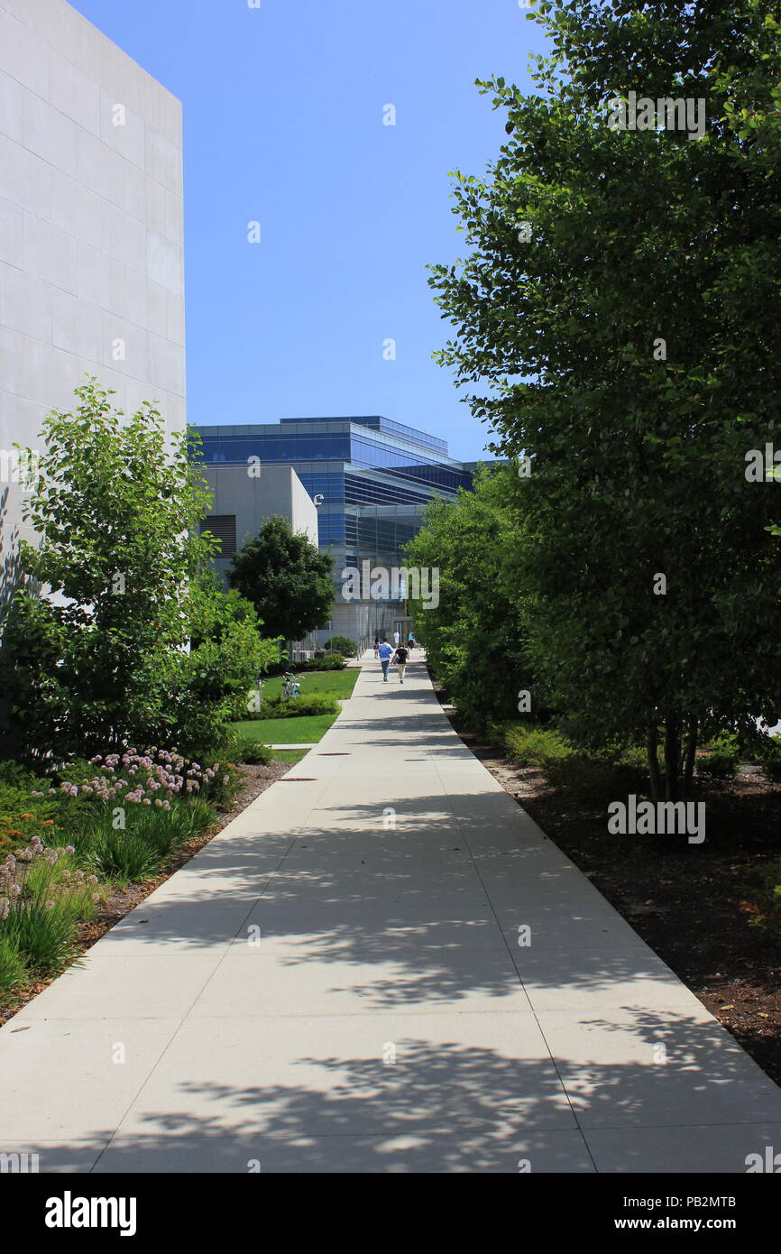 Northwestern University campus scene in the summer in Evanston, Illinois. - Stock Image