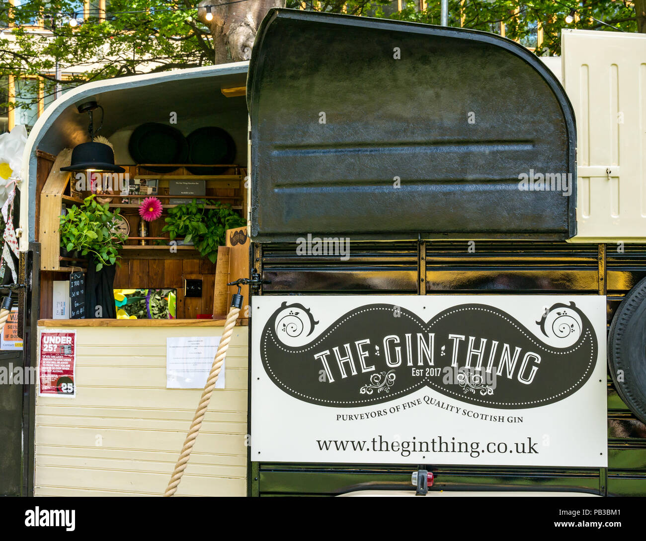 Edinburgh, UK. 26th July 2018. Edinburgh Food Festival 2018 in George Square Gardens, Edinburgh, Scotland, United Kingdom. There are food stalls with over 20 local food and drink producers in the free outdoor event. Scottish Gin Thing quirky van drinks outlet - Stock Image