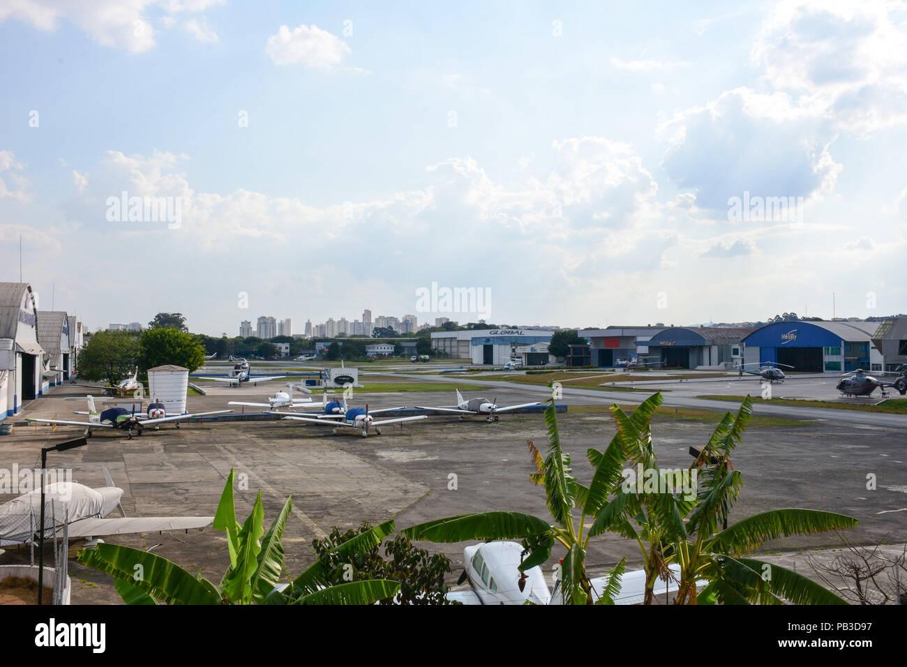 Aeroporto Sp : SÃo paulo sp 26.07.2018: aeroporto campo de marte sp campo de