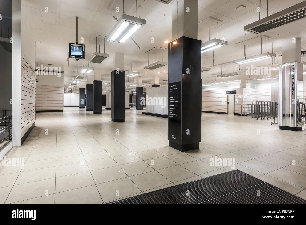 bhs store empty after closing down blackpool lancashire england uk - Stock Image