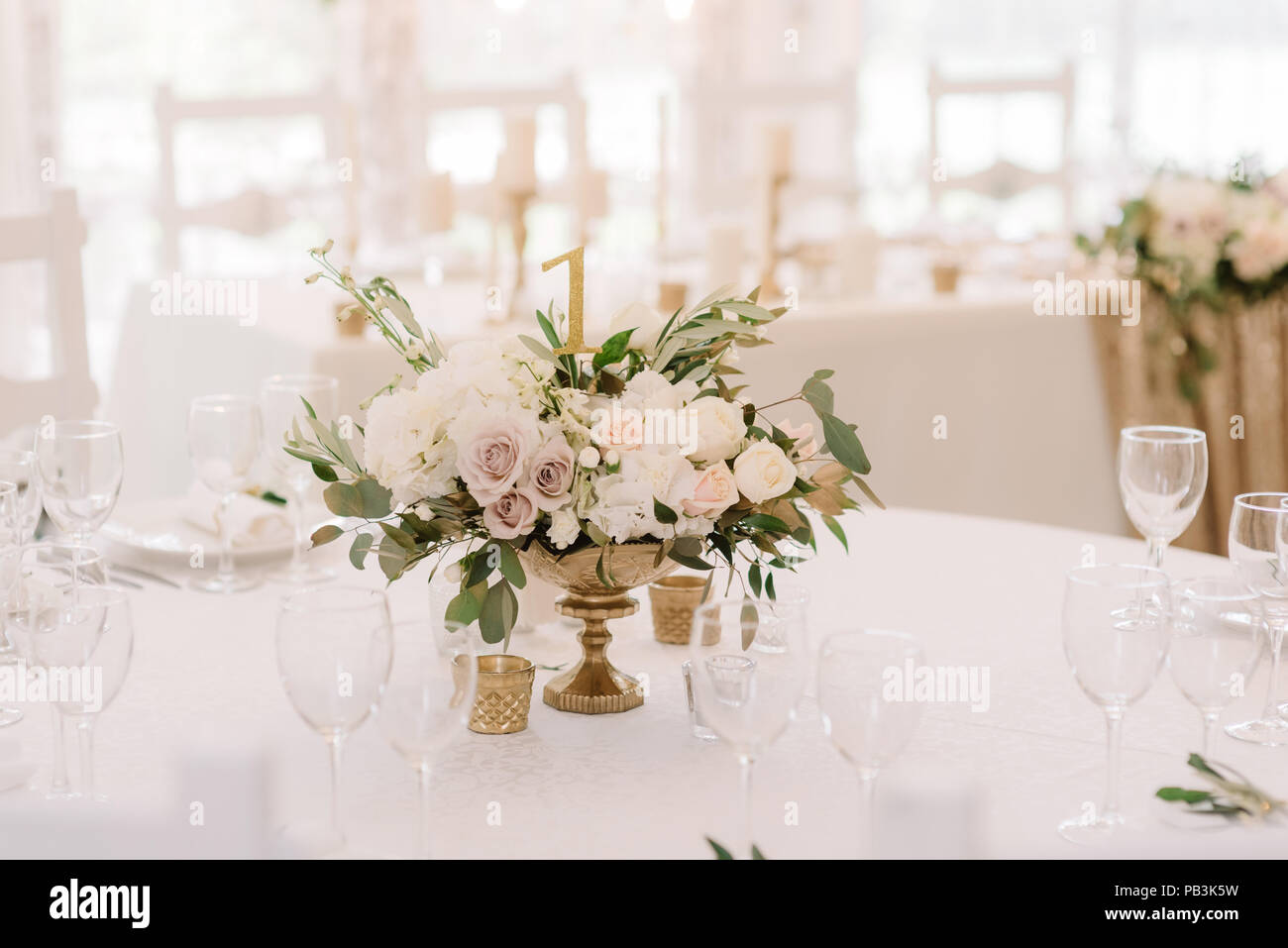 Table Decor With A Festive Bouquet From Fresh Flowers Wedding