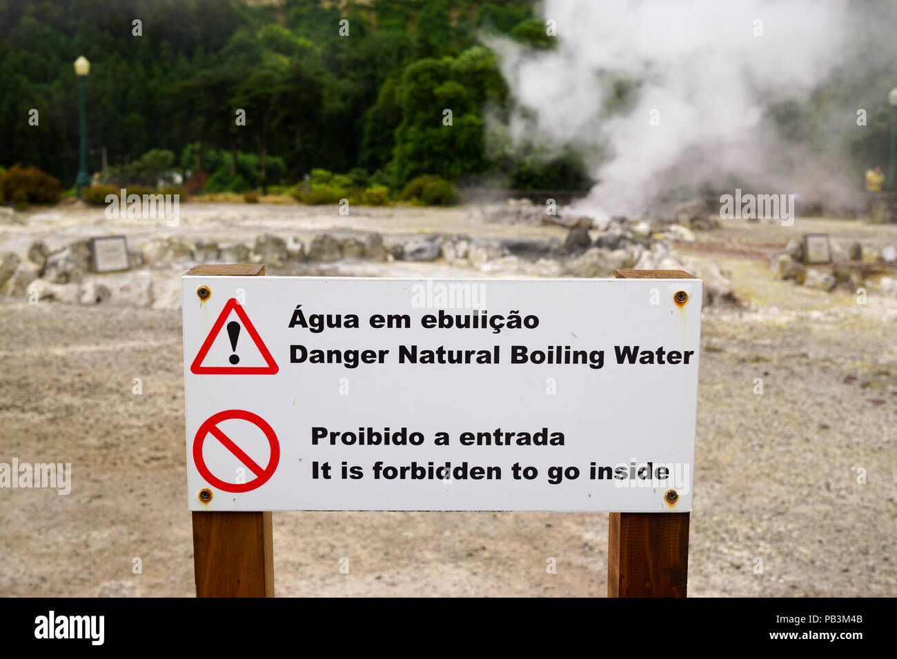 Sign warning of hot, boiling water from hot springs at Furnas, Sao Miguel, Azores - Stock Image