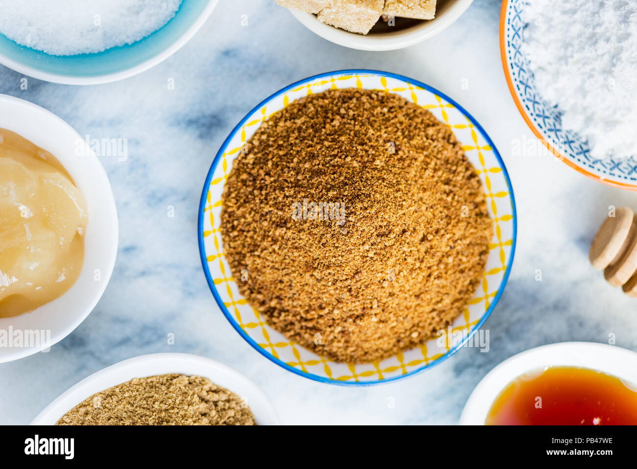 difference between caster sugar and golden caster sugar
