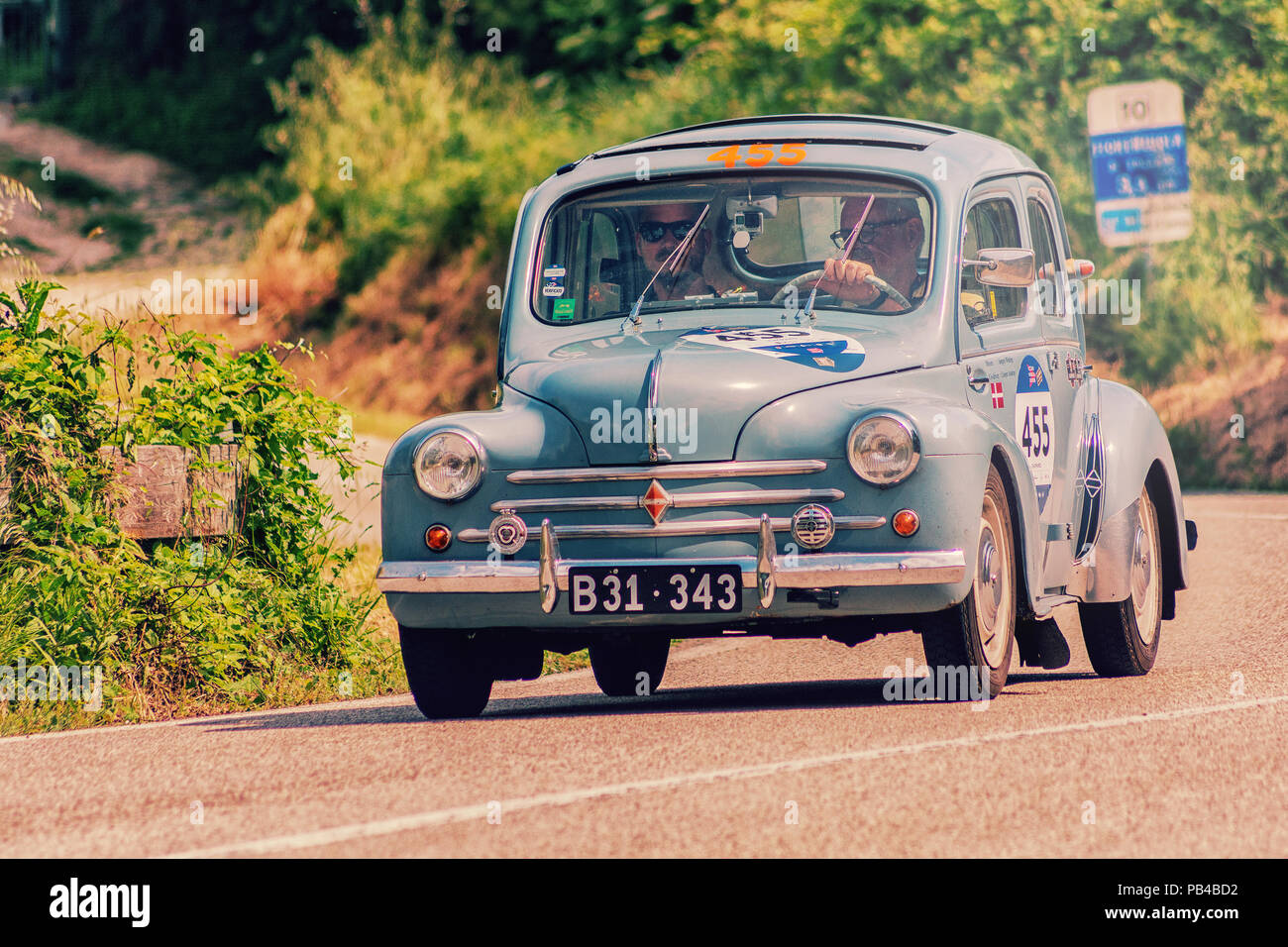 renault 4 cv stock photos  u0026 renault 4 cv stock images