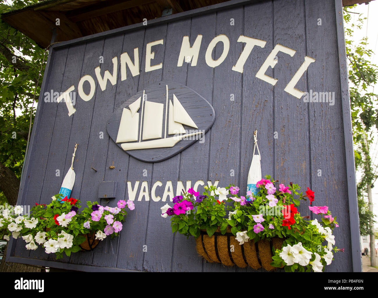 Sign showing a vacancy at a motel in Camden, ME - Stock Image
