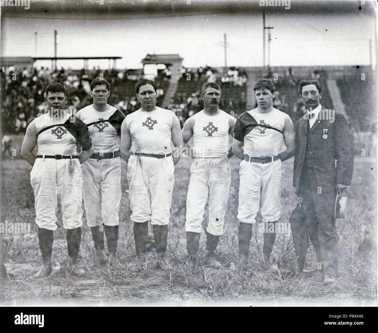 1046 Milwaukee Athletic Club champions of the 1904 Olympic Tug of War competition. Left to right, H. Seiling, C. Magnussen, Flannigan, B. Johnson, O.G. Olson - Stock Image