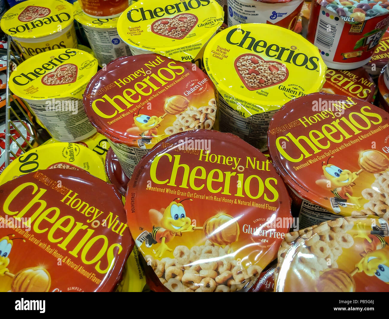 Single-serving containers of General Mills' Cheerios breakfast cereal in a supermarket in New York on Tuesday, July 24, 2018. (© Richard B. Levine) - Stock Image