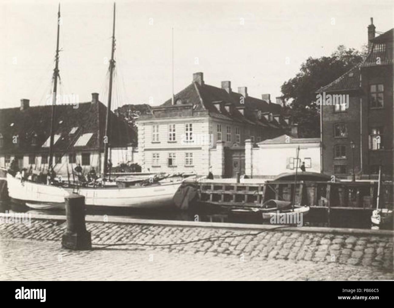 . English: Late 19th century photo of the Royal Horse Guards Barracks at Frederiksholms Kanal in Copenhagen, Denmark . late 19th century 757 Hestegardekassernen (late 19th century) - Stock Image
