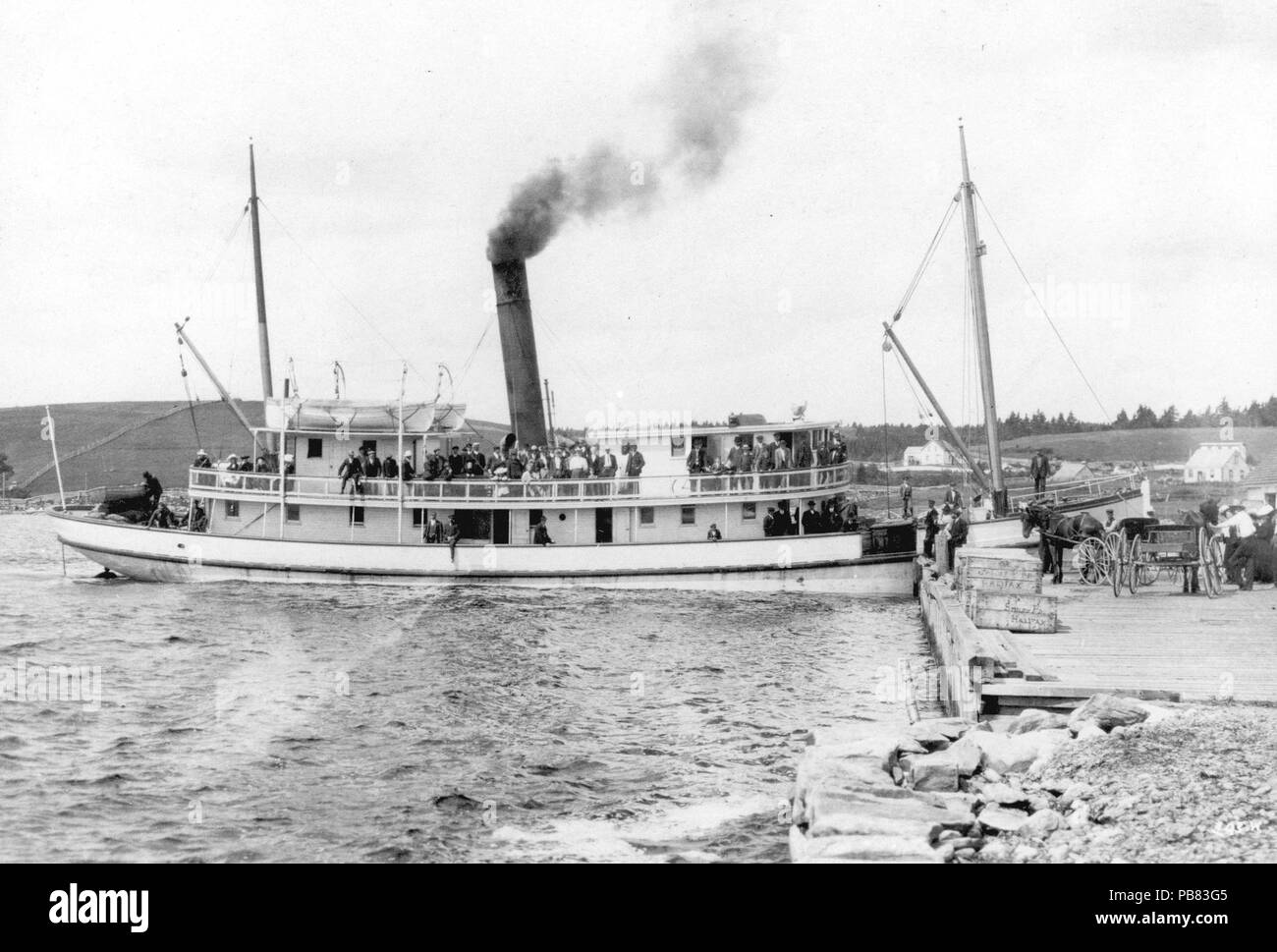 English: 211-ton steamer Dufferin at the Government Wharf