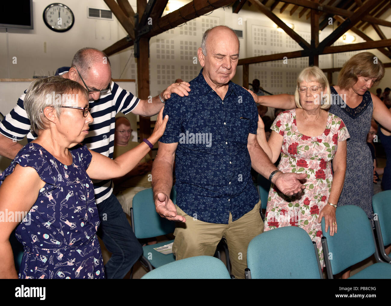 Congregation in prayer and showing their support for the vulnerable, Alton, Hampshire, UK. 22 July 2018. - Stock Image