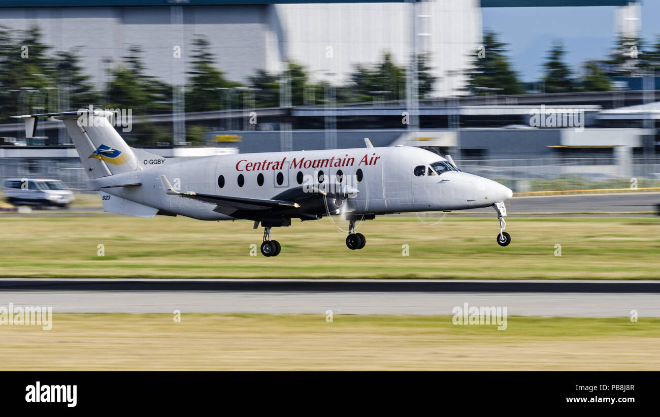 Richmond, British Columbia, Canada. 5th July, 2018. A Beech (Beechcraft) 1900D regional airliner (C-GGBY) belonging to the Canadian airline Central Mountain Air lands at Vancouver International Airport. Credit: Bayne Stanley/ZUMA Wire/Alamy Live News - Stock Image