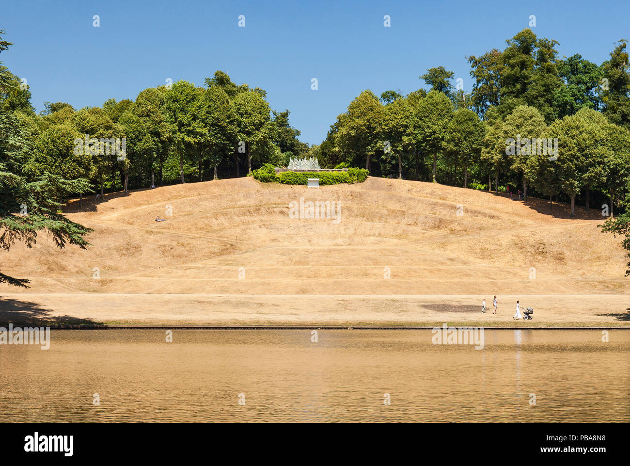 Claremont landscape garden amphitheater, parched grass during summer of 2018. - Stock Image