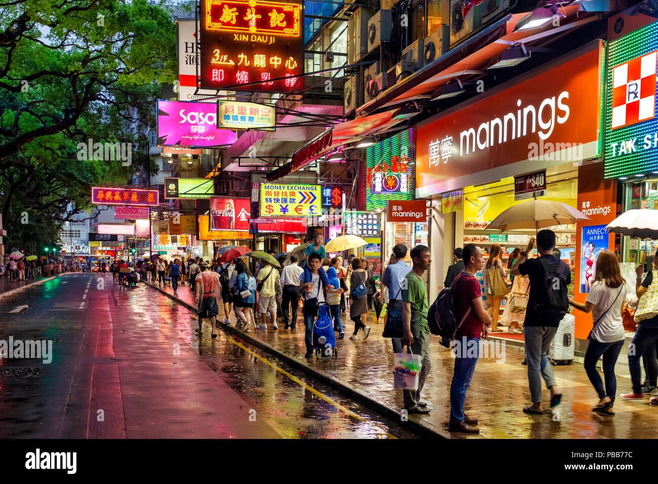 Haiphong road, Kowloon Park, Tsim Sha Tsui, Hong Kong, China. The road links Canton Road and Nathan Road. - Stock Image
