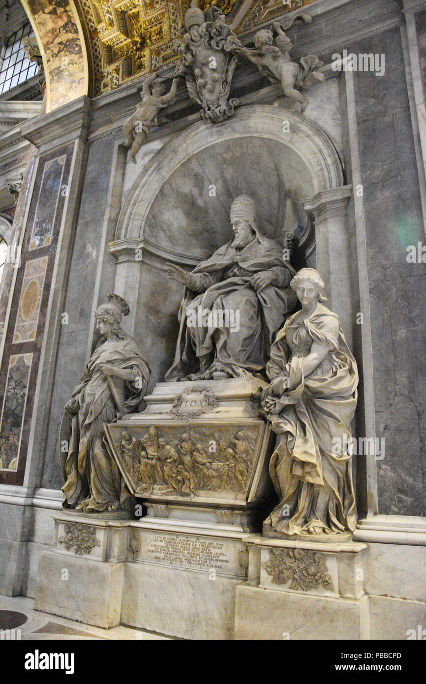 Monument to Pope Leo XI (April 1 - 27, 1605)  Alessandro Octavian de Medici by Algardi in 1644 in St. Peter's Basilica in St. Peter's Square, Vatican  - Stock Image