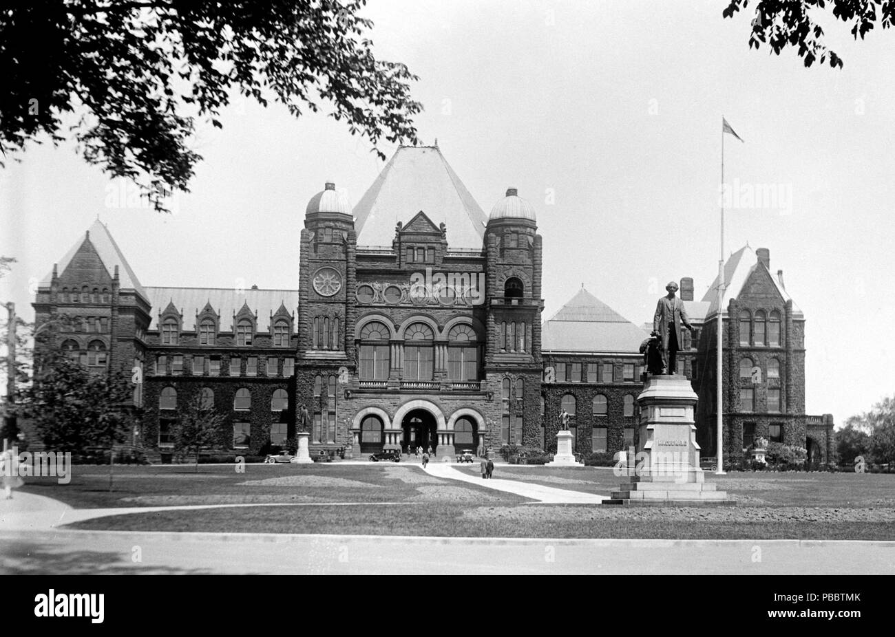 Ontario Legislature Building, Toronto, Canada. between 1909 and 1923 1139  Ontario Legislature LOC npcc 18546u