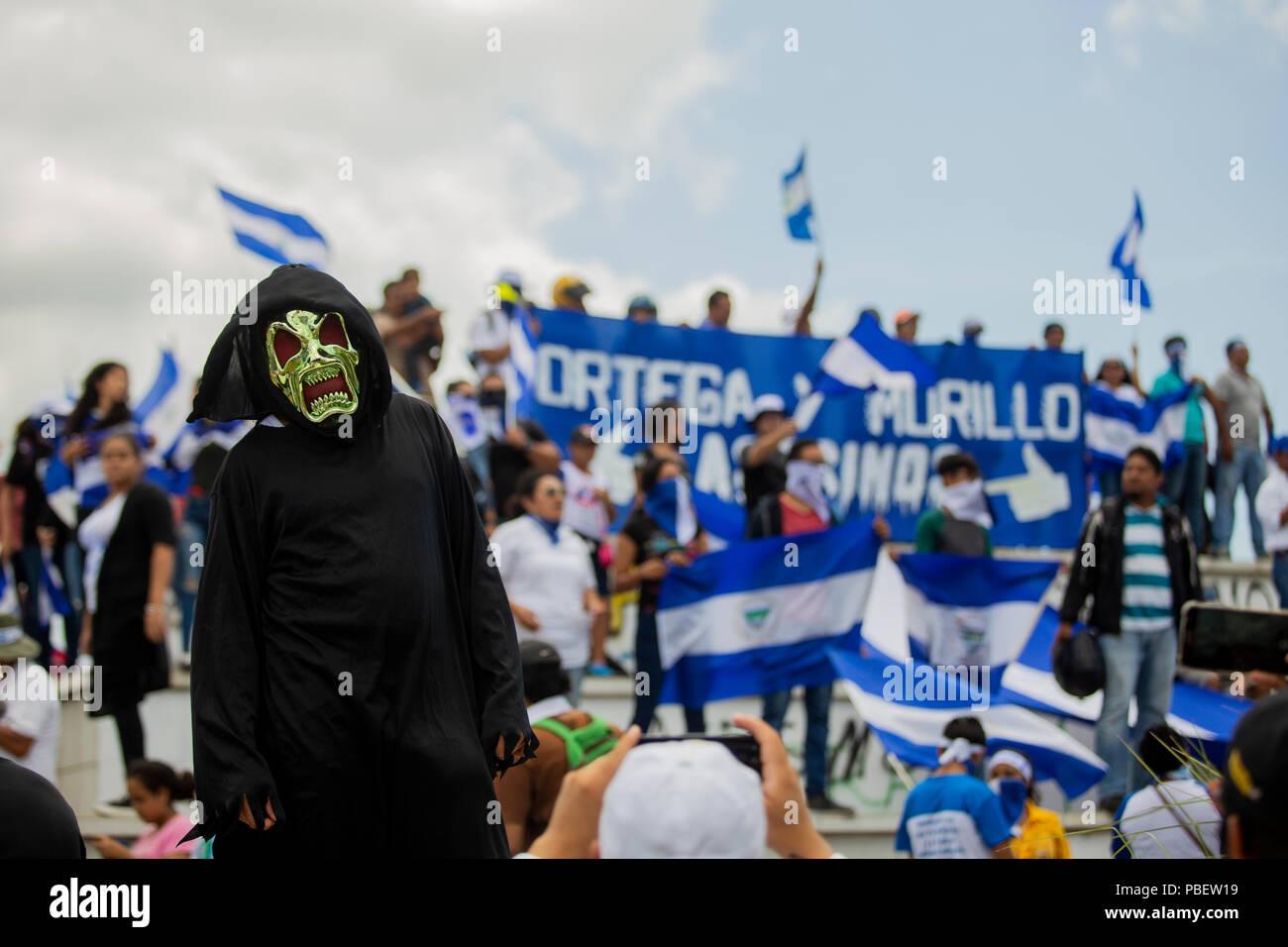 Managua, Nicaragua. 28 de julio 2018 Cientos de ciudadanos marcharon este sábado en respaldo a obispos y sacerdotes de Nicaragua. Credit: Antonio Ramírez/Alamy Live News - Stock Image
