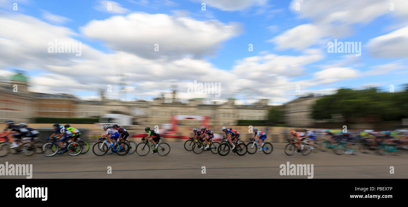 London, UK, 28 July 2018. Prudential RideLondon Classique. The peloton passes Horse Guards Parade during the RideLondon Classique - a 65km race around a 5.4km circuit finishing on The Mall. The race was won by Kirsten Wild (Wiggle-High5, NED). Stock Photo