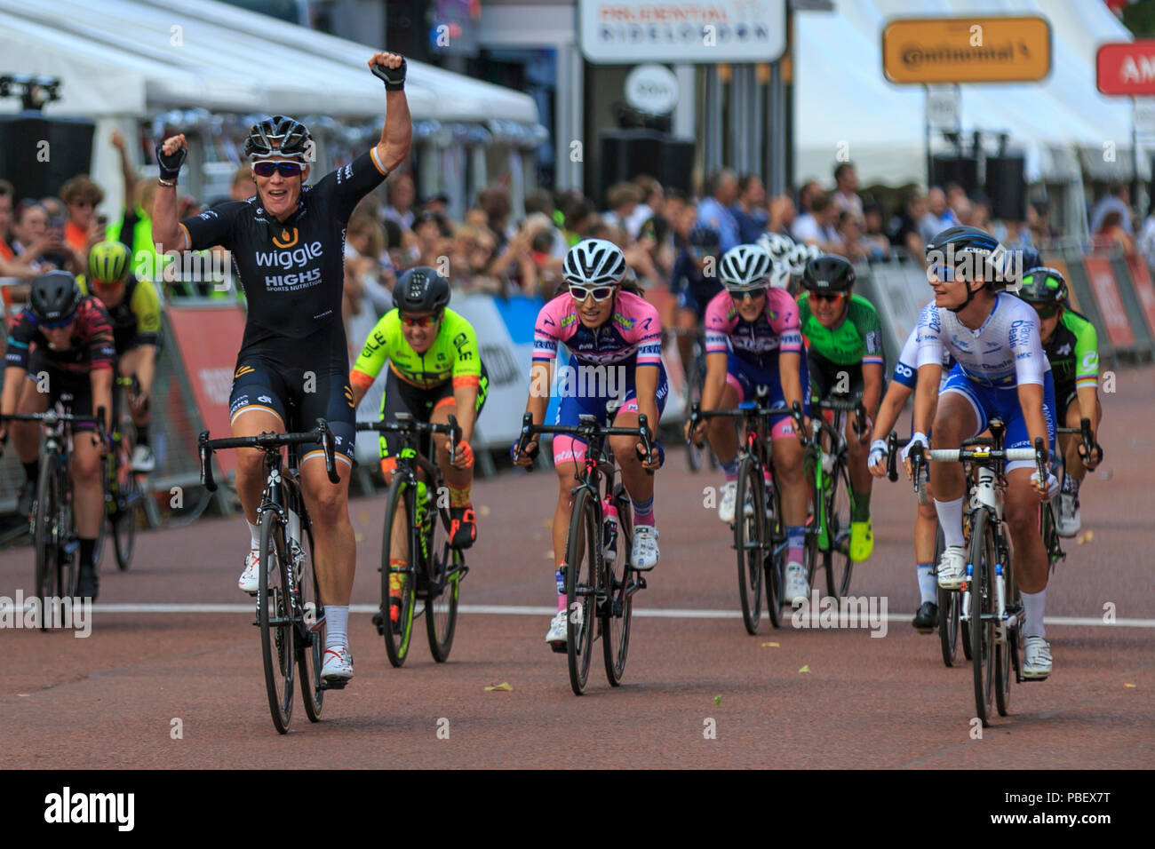 London, UK, 28 July 2018. Prudential RideLondon Classique. Kirsten Wild (Wiggle-High5, NED, left) wins the bunch sprint at the RideLondon Classique - a 65km race around a 5.4km circuit finishing on The Mall. Wild beat Marianne Vos (Waowdeals, NED, right) and Elisa Balsamo (Valcar PBM, ITA, centre). Stock Photo
