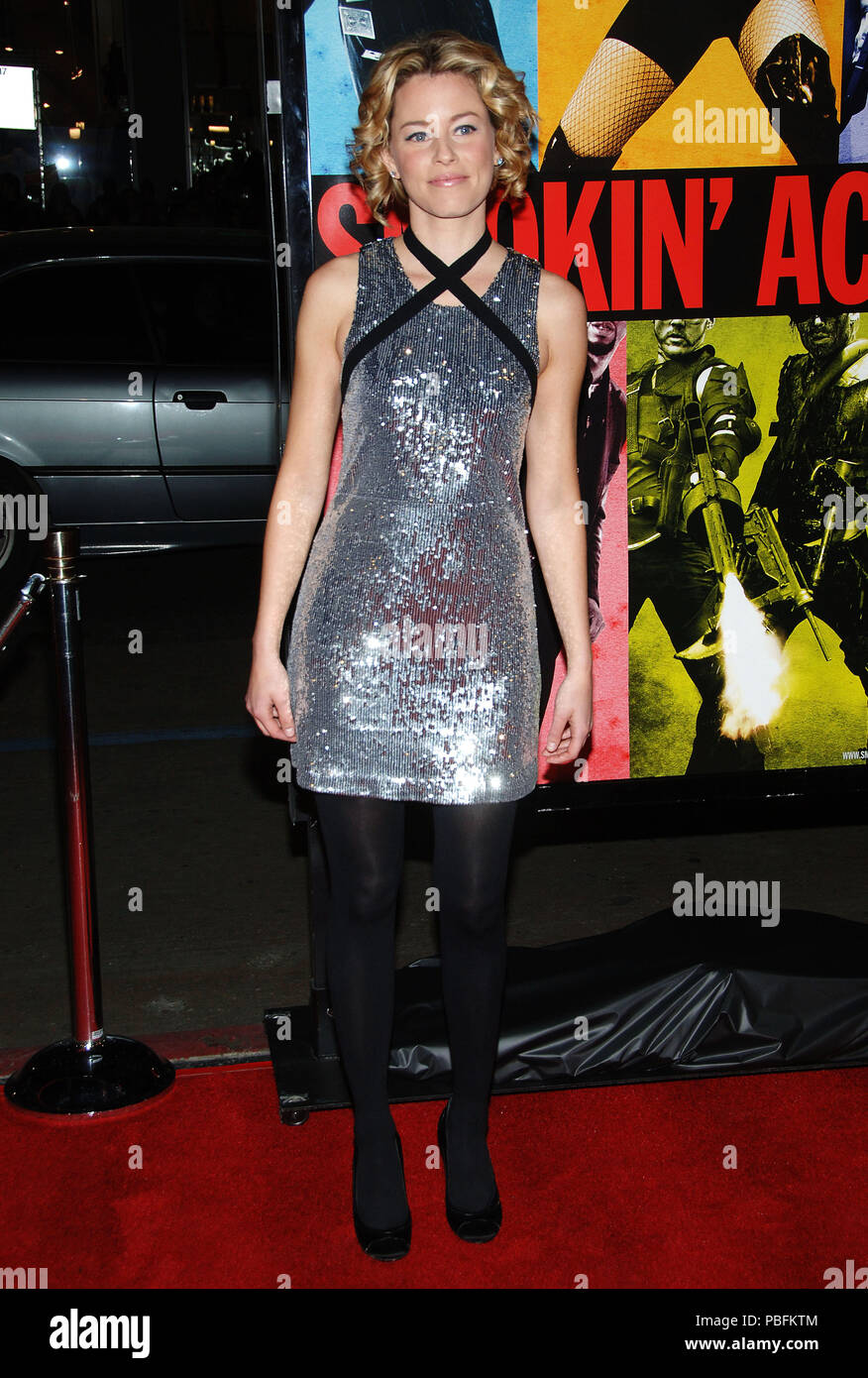 Elizabeth Banks arriving at the Smokin' Aces at the Chinese Theatre In Los Angeles. January 18, 2007.  full length silver metal dressBanksElizabeth041 Red Carpet Event, Vertical, USA, Film Industry, Celebrities,  Photography, Bestof, Arts Culture and Entertainment, Topix Celebrities fashion /  Vertical, Best of, Event in Hollywood Life - California,  Red Carpet and backstage, USA, Film Industry, Celebrities,  movie celebrities, TV celebrities, Music celebrities, Photography, Bestof, Arts Culture and Entertainment,  Topix, vertical, one person,, from the year , 2007, inquiry tsuni@Gamma-USA.com - Stock Image