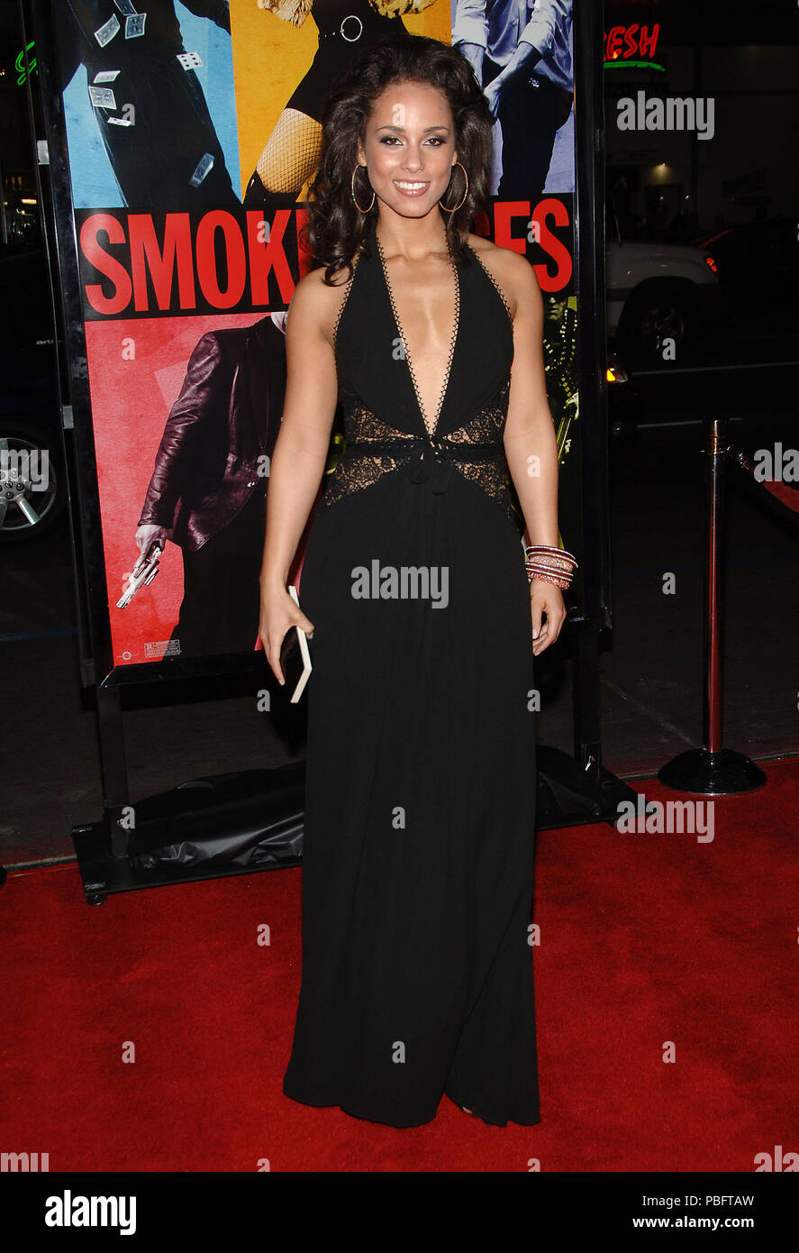 Alicia Keys arriving at the Smokin' Aces at the Chinese Theatre In Los Angeles. January 18, 2007.  eye contact smile full length black dressKeysAlicia034 Red Carpet Event, Vertical, USA, Film Industry, Celebrities,  Photography, Bestof, Arts Culture and Entertainment, Topix Celebrities fashion /  Vertical, Best of, Event in Hollywood Life - California,  Red Carpet and backstage, USA, Film Industry, Celebrities,  movie celebrities, TV celebrities, Music celebrities, Photography, Bestof, Arts Culture and Entertainment,  Topix, vertical, one person,, from the year , 2007, inquiry tsuni@Gamma-USA. - Stock Image