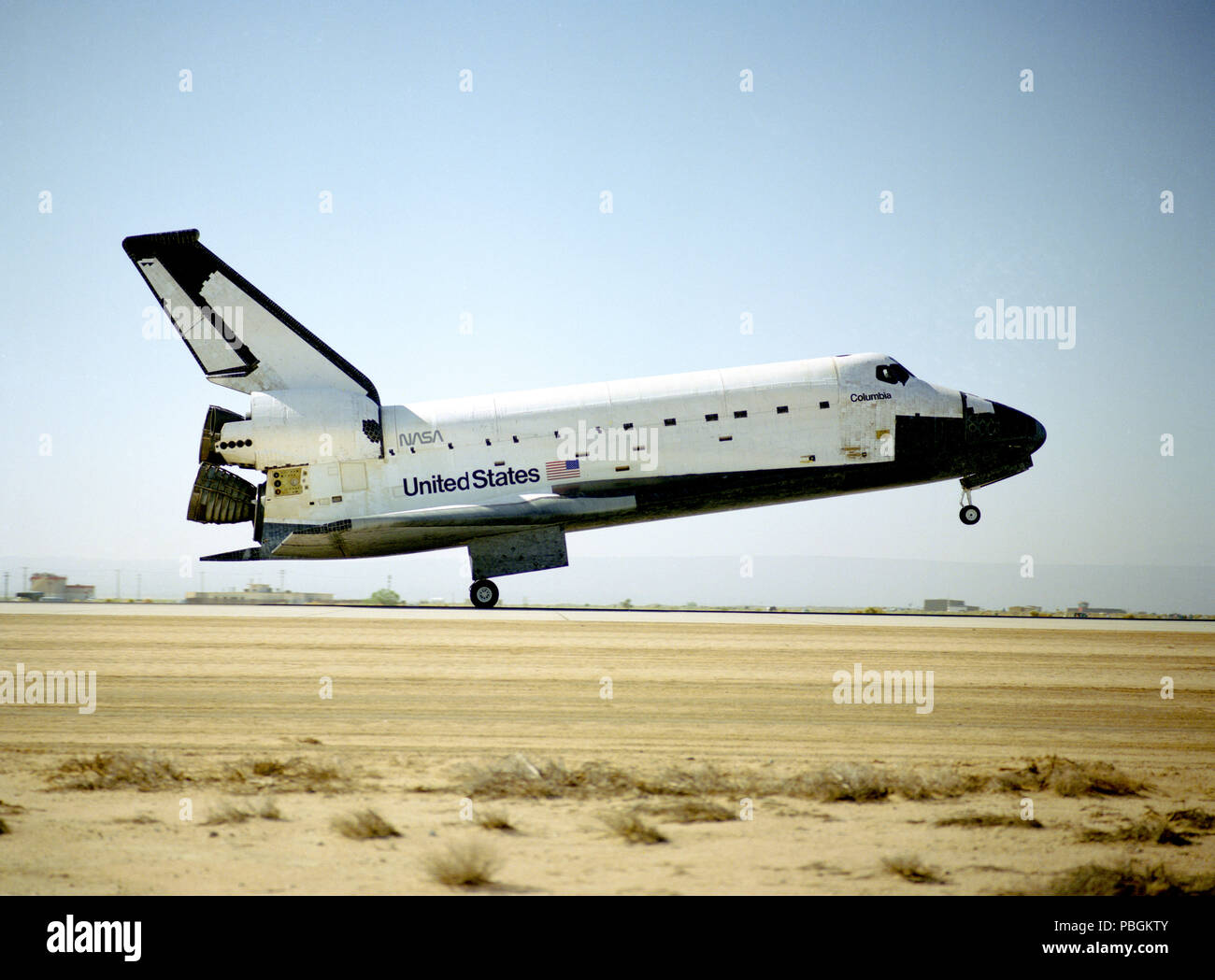 space shuttle landing at edwards air force base - photo #15