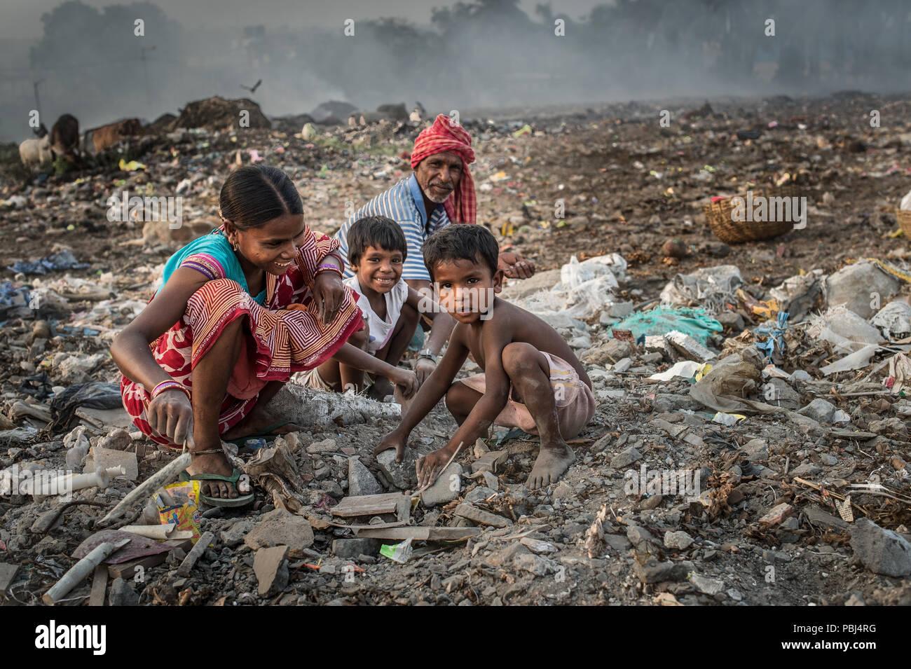 Indian dalit family collects rubbish in the Kolkata landfill known as the Garbage Mountain, Kolkata, West Bengal, India Stock Photo