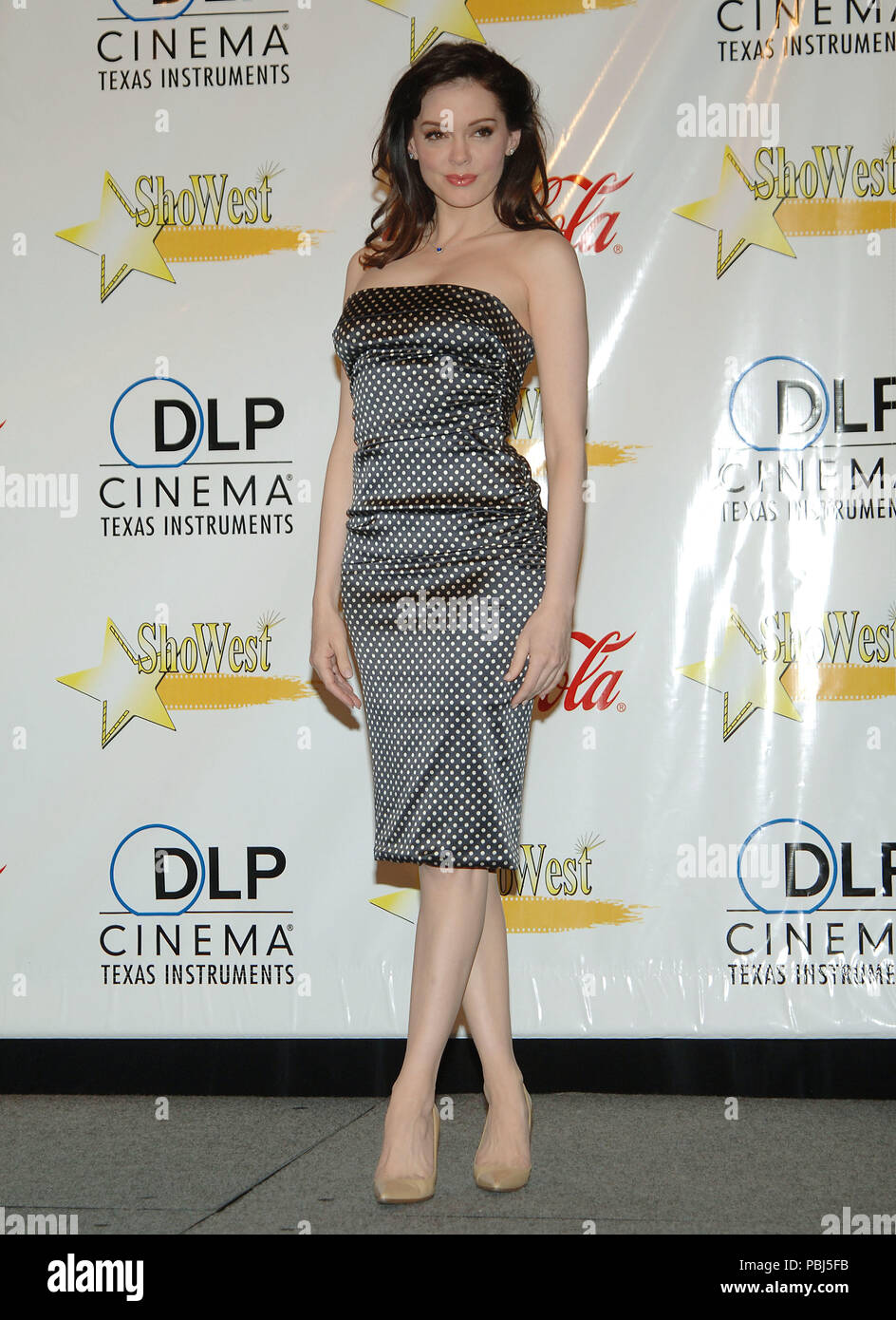 Rose Mcgowan Backstage At Showest In Paris Hotel Inlas Vegas Full Lenght Gray Dress Mcgowanrose029 Red