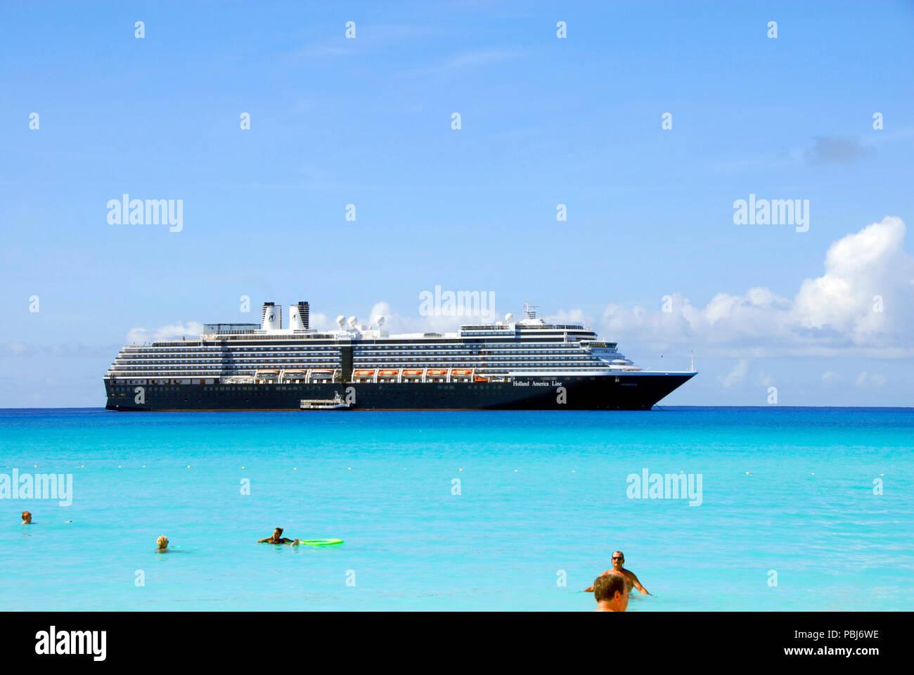 Cruise liner ms Noordam anchored off Half Moon Cay, Bahamas - Stock Image