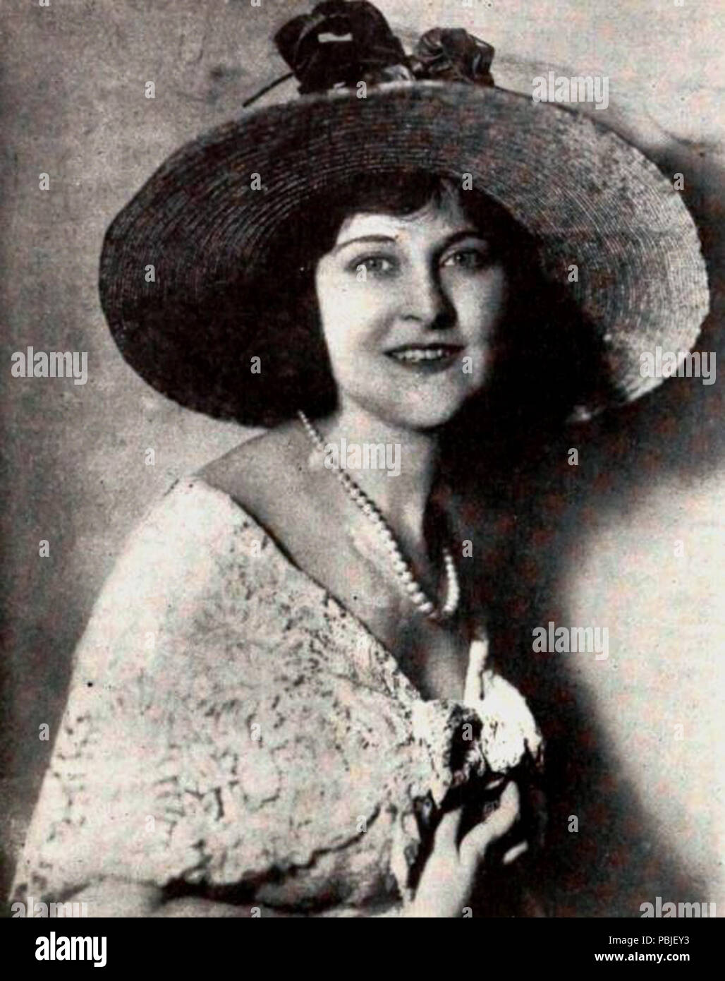 Clara Bow Porno picture Letha Weapons,Janine Sutto