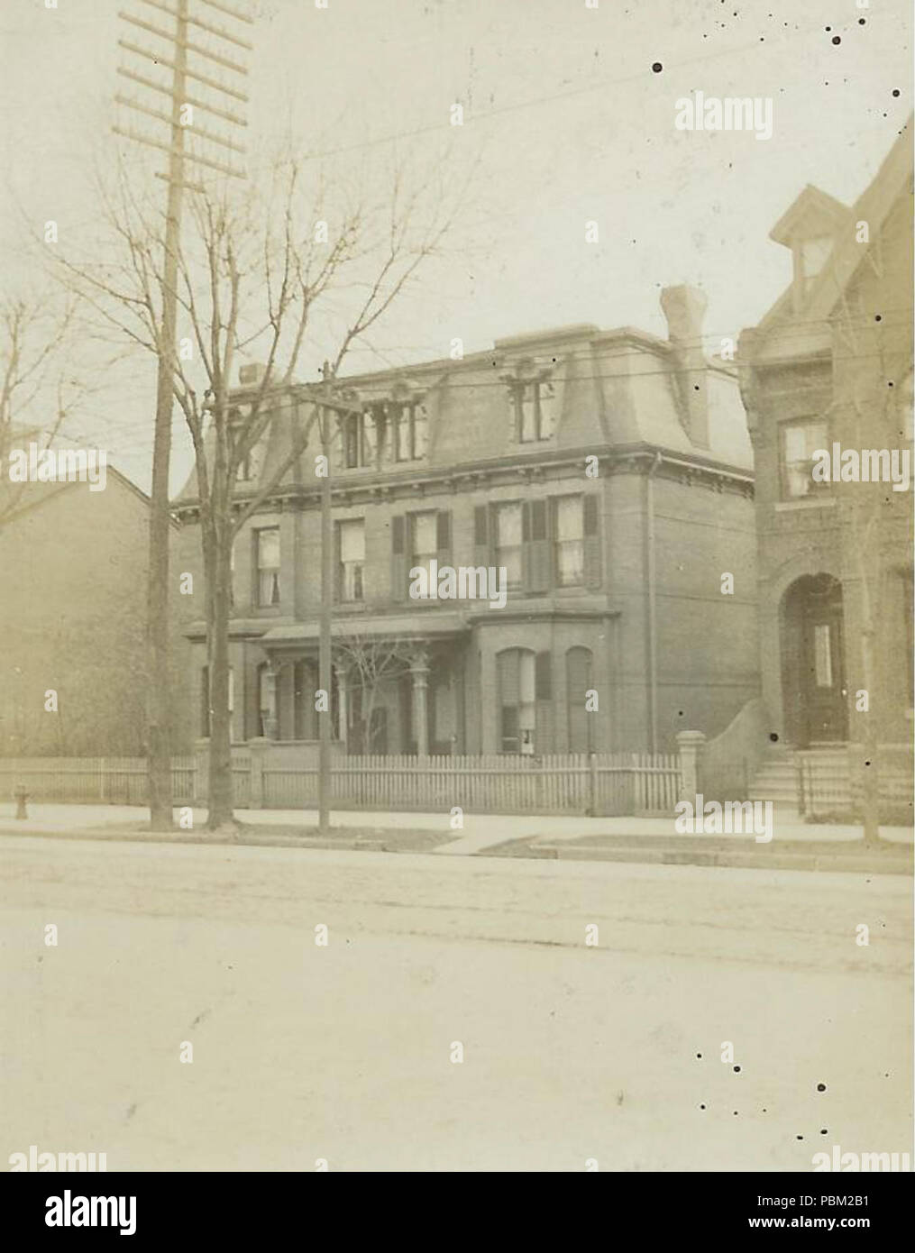 . English: House at 85 Bloor Street West. At the time of this upload in 2009, site is the location of a Tiffany and Co. jewellery store. Toronto, Canada. circa 1908 772 House at 85 Bloor Street West - Stock Image