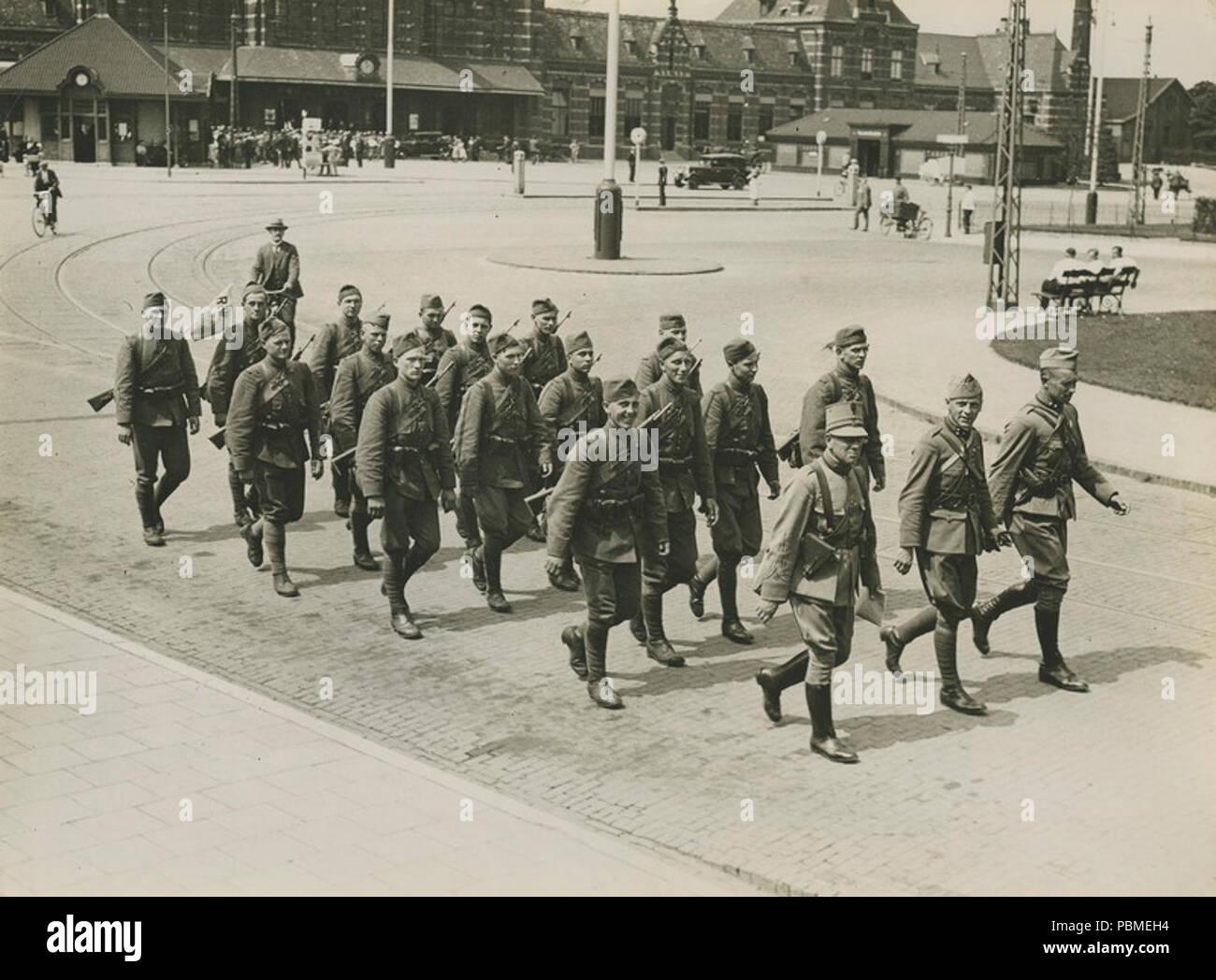 Aankomst van het detachement van het Regiment Wielrijders uit Den Bosch aan het – F40350 – KNBLO. Stock Photo