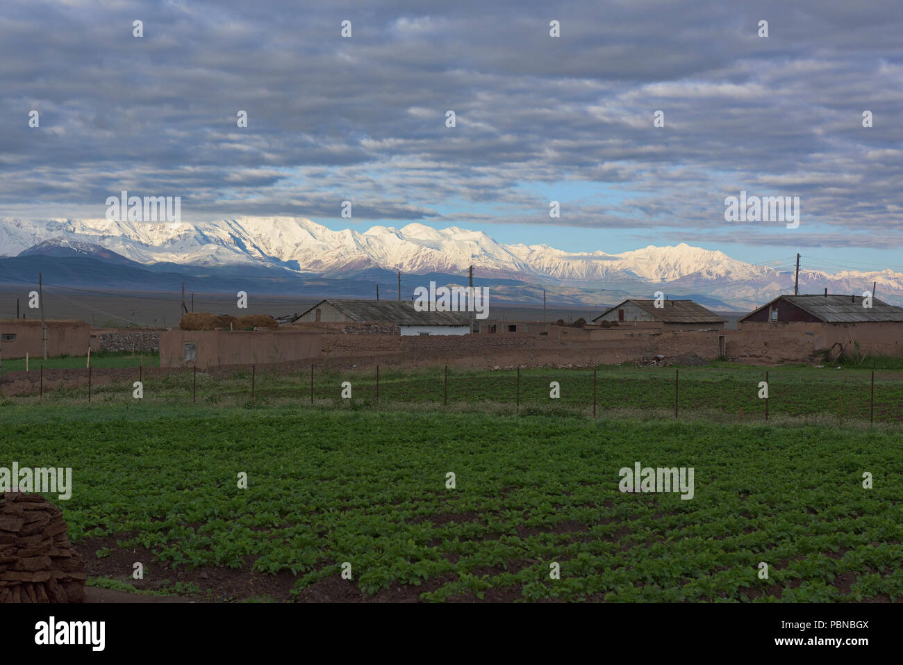 7,000 metre Peak Lenin and the high Pamirs at the start of the Pamir Highway, Sary Tash, Kyrgyzstan Stock Photo